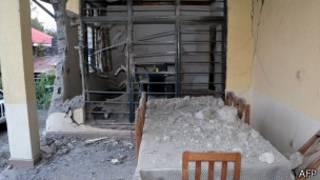 Une maison où habitait un fonctionnaire des Nations unies, éventrée par un tir d'obus à Goma, le 22 août.