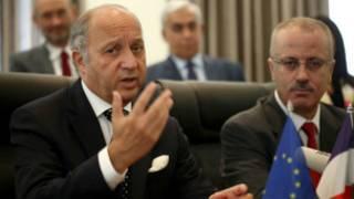 Le ministre français des Affaires étrangères s'adressant aux media après ses entretiens avec le Premier mininstre palestinien Rami Hamdallah à Ramallah