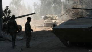 Tropas sírias nos arredores de Damasco (AP)