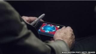 ماكين يلعب البوكر
