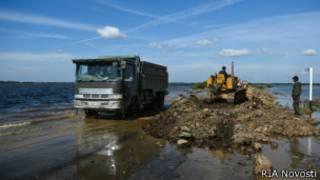 Трассу Хабаровск-Комсомольск затопило паводком