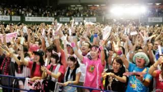 Người dân Tokyo ăn mừng chiến thắng