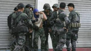 Một chiến binh của MNLF bị bắt giữ