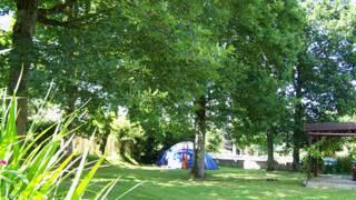 franceses ganham dinheiro alugando jardim particular para acampamentos bbc brasil. Black Bedroom Furniture Sets. Home Design Ideas
