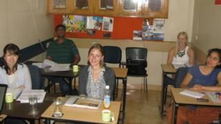 हिंदी सीख रहे विदेशी