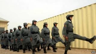 अफगानिस्तान में महिला पुलिस कर्मी