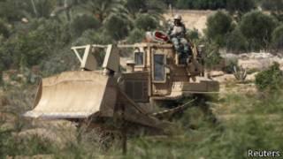 Бульдозер у границы с сектором Газа