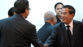 Thủ tướng Hun Sen họp với Sam Rainsy (trái) nhưng hai bên chưa đạt được thỏa thuận
