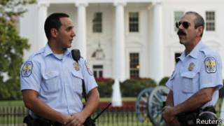 Two police officers outside the White House, Reuters