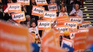 Cartazes de apoio à chanceler Angela Merkel (Getty)