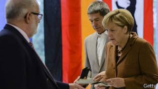 Ангела Меркель на избирательном участке