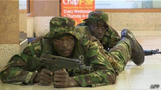 Militares quenianos no shopping Westgate