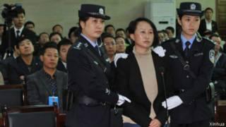 龚爱爱在靖边县法院庭审现场(24/09/2013)