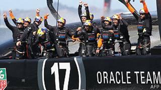 equipo Oracle celebra triunfo en la Copa de América de yate