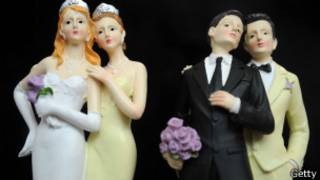 Gay miniature, Reuters