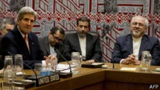 وزير خارجية الولايات المتحدة، جون كيري ونظيره الإيراني، جواد محمد ظريف في نيويورك