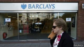 Barclays to close quarter of his branches in uk