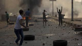 Силы безосности использовали слезоточивый газ против демонстрантов