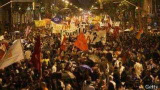 معلمان برزیلی دو ماه است که برای افزایش حقوق خود دست به تظاهرات میزنند