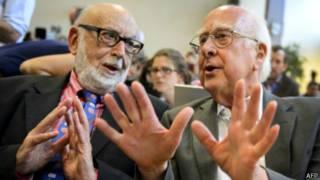 彼得•希格斯(右)和比利时科学家弗朗索瓦•恩格勒特