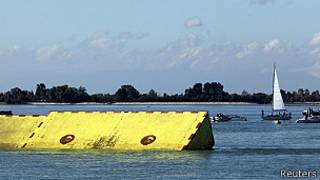 primera fase de las barreras antiundaciones es puesta a prueba en Venecia