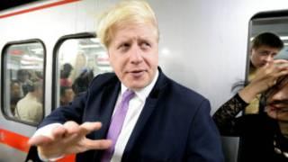 倫敦市長鮑里斯·約翰遜親身體驗北京地鐵