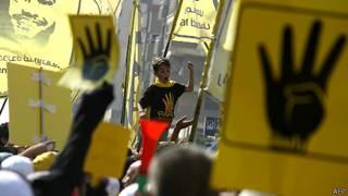 Biểu tình ủng hộ Morsi trước khi phiên tòa diễn ra