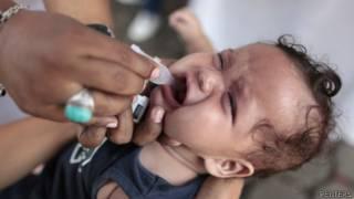 Criança é vacinada na Nicarágua. Foto: Reuters