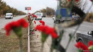 цветы на дороге в Волгограде