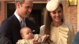 英国剑桥公爵夫妇抱着乔治王子前往接受洗礼