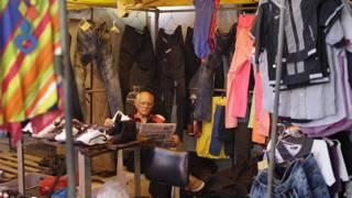 Venta de ropa en Cuba