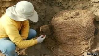 أثريون يعثرون على مومياوين في ليما
