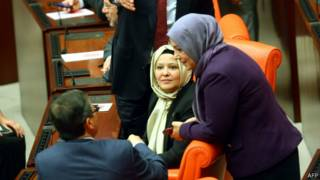 Женщины-депутаты в хиджабах