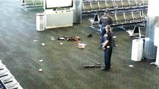 Hiện trường vụ nổ súng ở sân bay Los Angeles