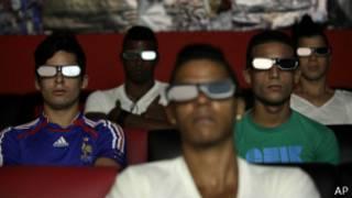 Зрители в очках 3D