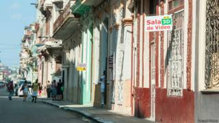 El gobierno cubano decreta el inmediato cierre de los cines 3D particulares.