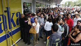 Электронику - народу: очередь у магазина Daka