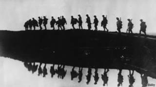 Combatentes da Primeira Guerra Mundial, em foto de 1917 (Getty)