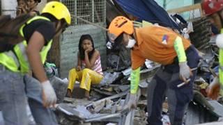 An samu agaji a Philippines amma karancin motoci ya hana shi isa ga mabukata.