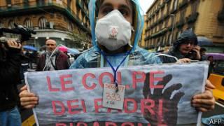 Марш протеста против нелегальных свалок в Неаполе