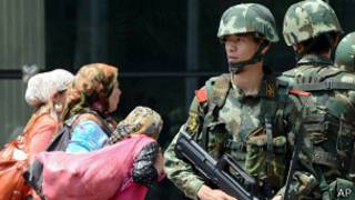 Китайский военный патруль в Синьцзяне