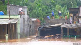 Thủy điện xả lũ ở miền Trung Việt Nam