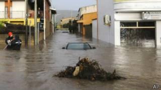 Sardinya adasını şiddetli fırtına vurdu