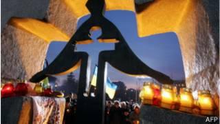 Памятник жертвам Голодомора в Киеве