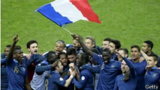 Seleção da França após classificação para a Copa (foto: Getty)