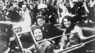 Кеннеди с женой в машине в Далласе
