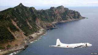 Máy bay trên vùng Biển Hoa Đông