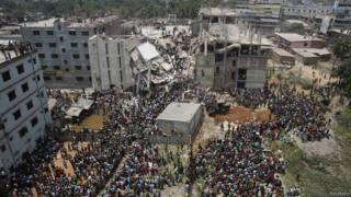 Imagen del edificio Rana Plaza, horas después del derrumbe