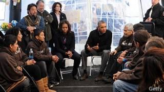 Barack Obama y su esposa visitan a huelguistas
