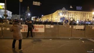 На Майдане круглосуточно находятся тысячи людей